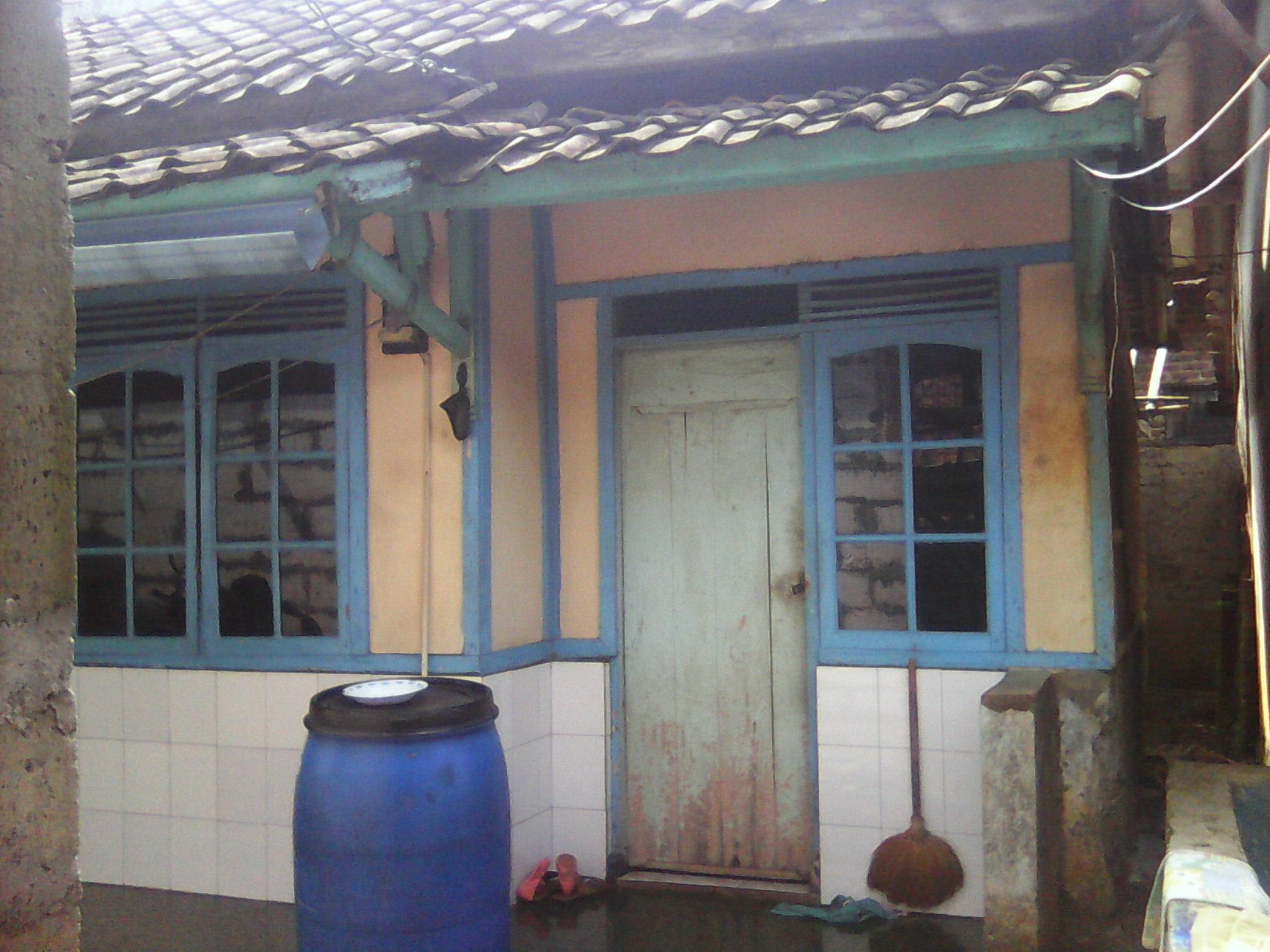 Rumah  Sederhana Semi  Permanen  Dekat Ke Jalan Raya Rumah